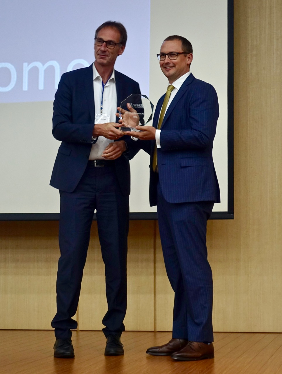 Robert Pitz-Paal, Chairman of SolarPACES present Craig Wood with the 2019 SolarPACES Technology Innovation Award